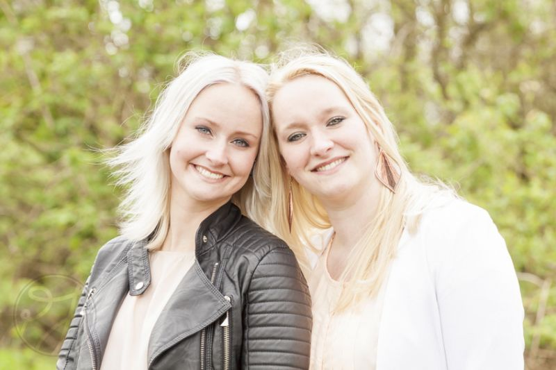 Zussen - Denise en Sharon 12